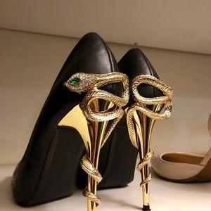 Black pointy toe heels